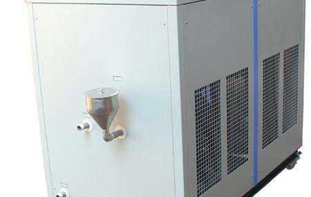 如何检测工业冷水机的油压?