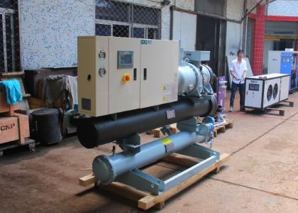 水冷螺杆式冷水机组的主要特点及主要配置部件