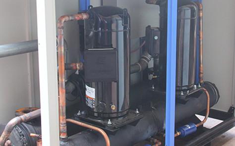 水冷式工业冷水机是怎么排污的?