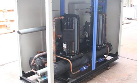 如何消除螺杆式冷水机运行时的振动和噪音?